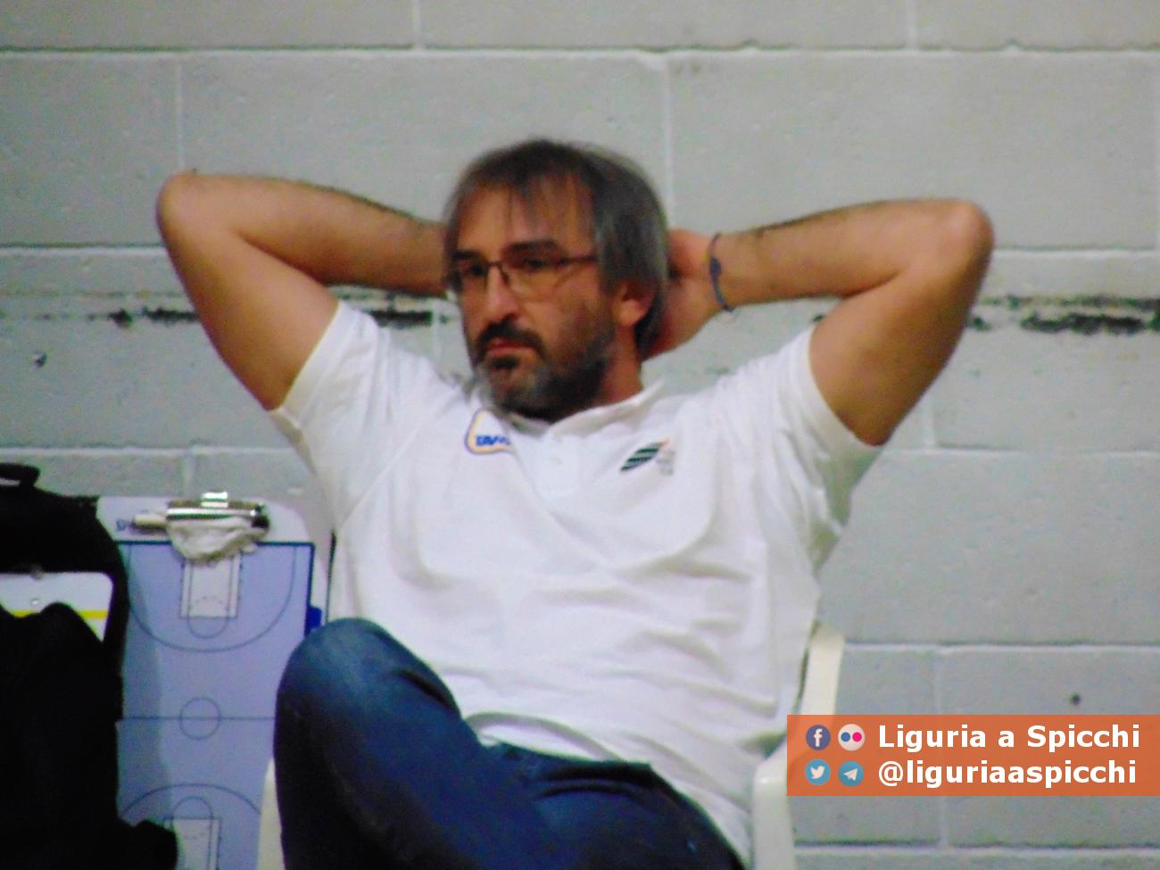 Coach Andrea Padovan durante il riscaldamento pre partita © LIGURIA A SPICCHI